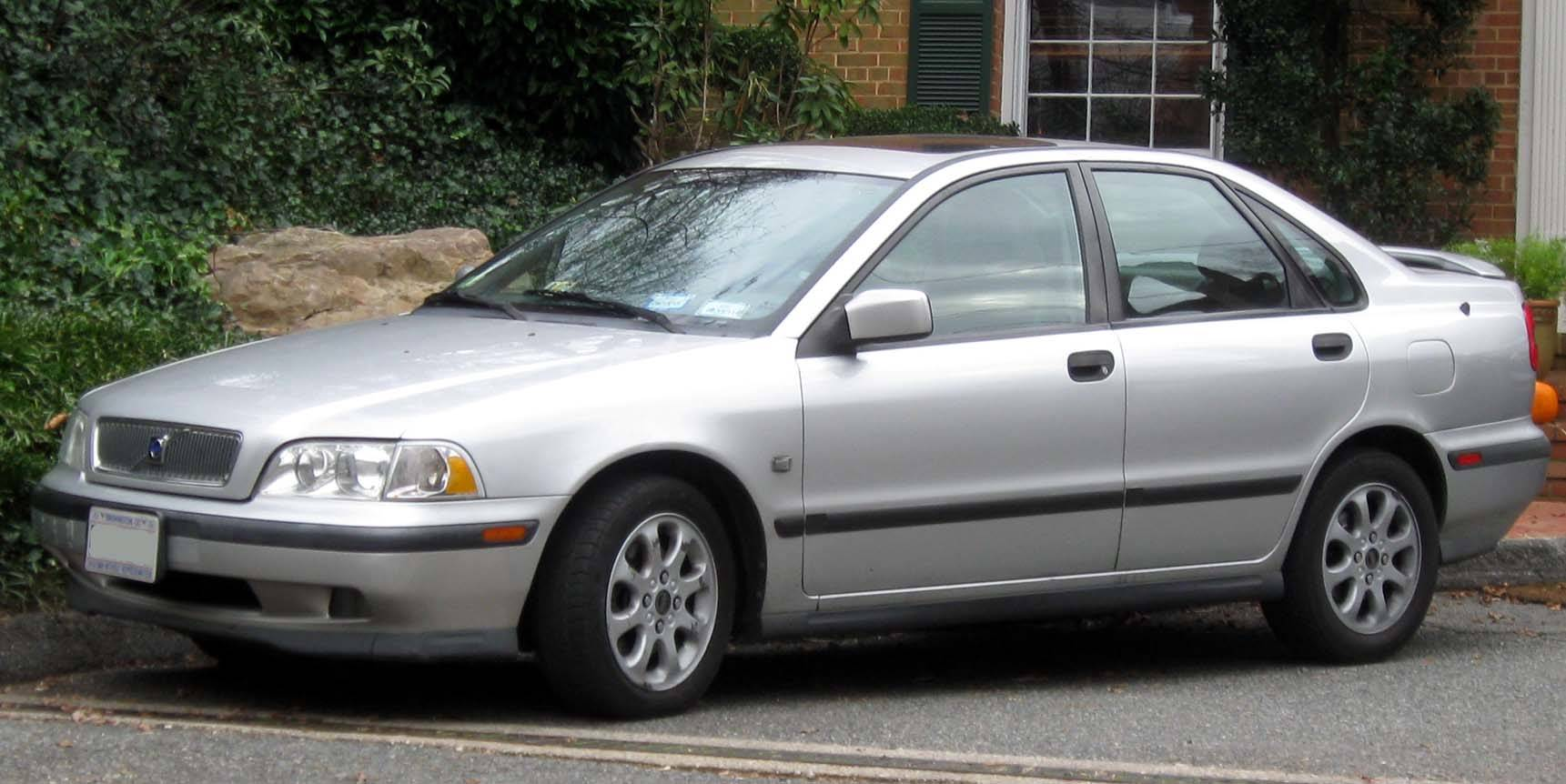 2005 volvo s40 2.4 i owners manual